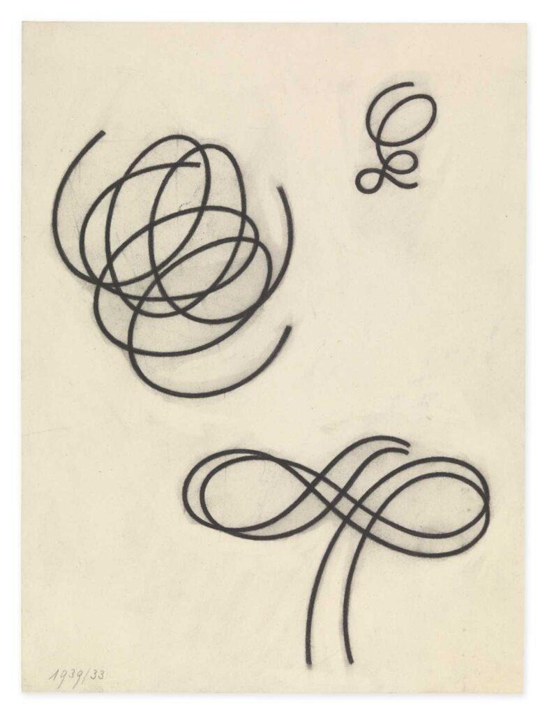 Na kremowym papierze widzimy czarne, faliste linie, które zostały rozmieszczone w trzech grupach. Możemy dopatrzeć się w tych chaotycznych plątaninach kresek, symboli nieskończoności oraz kształtów sprężynek.