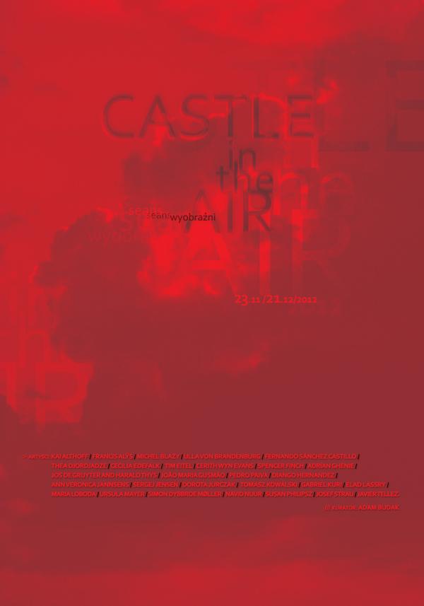 Zdjęcie przedstawia plakat wystawy w całości pokryty różnymi odcieniami czerwieni. Na tle czerwonych chmur dostrzec można rozmywający się tytuł wystawy i daty oraz umieszczone poniżej imiona i nazwiska artystów biorących udział w ekspozycji.