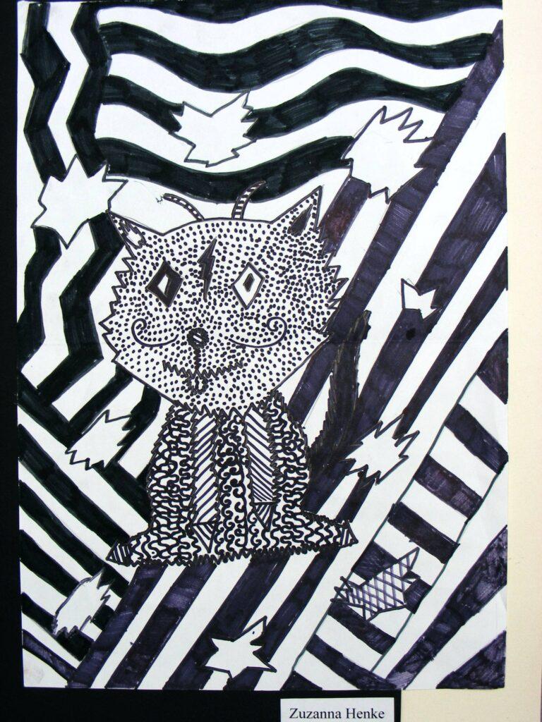 Praca dziecięca wykonana czarnym flamastrem, przedstawiająca kota na zygzakowatym tle