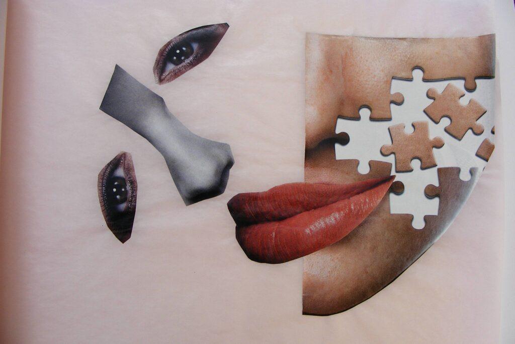 Praca przedstawiająca abstrakcyjny kolaż kobiecej twarzy.